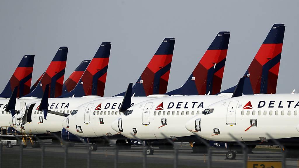 Der Geschäftseinbruch durch die Corona-Pandemie hat der US-Fluggesellschaft Delta im abgelaufenen Jahr einen zweistelligen Milliardenverlust eingebrockt. (Archivbild)
