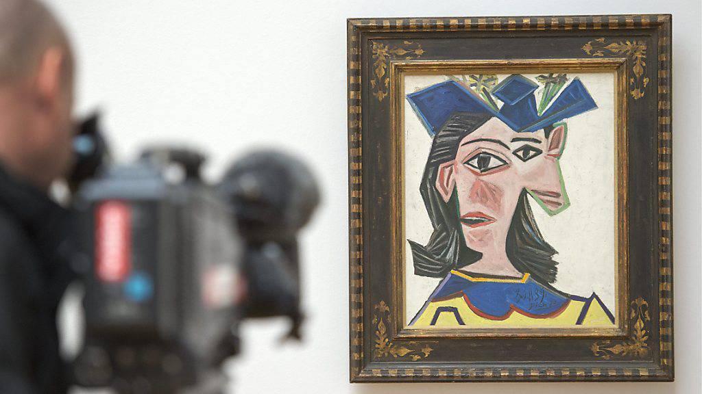 Das Picasso-Gemälde  «Buste de femme au chapeau, Dora» (1939) aus der Sammlung Beyeler hing für einen Tag in einer Scheune in Wettingen.