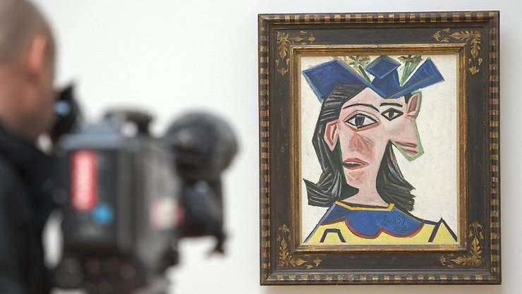 """Das Picasso-Gemälde  """"Buste de femme au chapeau, Dora"""" (1939) aus der Sammlung Beyeler hing für einen Tag in einer Scheune in Wettingen."""