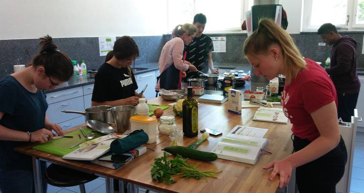 Kochgruppen mit Lehrerin