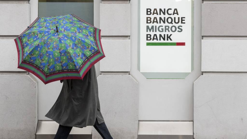 Die Migros Bank hat 2020 weniger verdient alsim Jahr davor. Das ist zwar auch auf die Corona-Pandemie zurückzuführen, die Hauptursache für das Gewinnminus war diese aber nicht. (Archivbild)