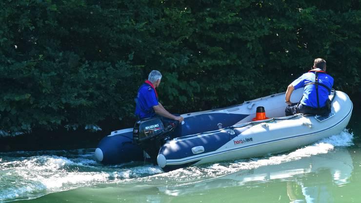 Rettungsaktion Ertrunkener Polizeirettungsboot Aarekanal Polizei Kantonspolizei Rettungsbooot Polizeiboot Kapo Polizisten Beruf Aare Ertrinken Nichtschwimmer