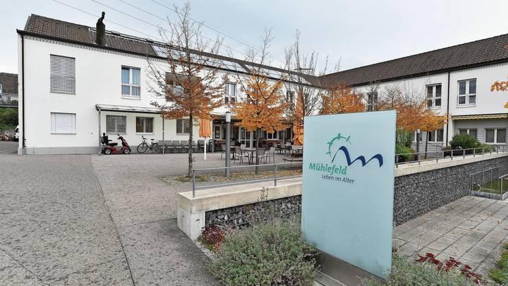Im Altersheim Mühlefeld in Erlinsbach müssen Besuche angemeldet werden. Zwei Angehörige dürfen pro Tag für 90 Minuten vorbeikommen.