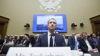 Tag 2 vor den Kongressausschüssen: Zuckerberg kündigt besseren Datenschutz bei Facebook an.