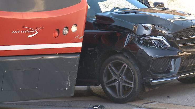 Das Auto wurde seitlich erfasst und weggeschoben