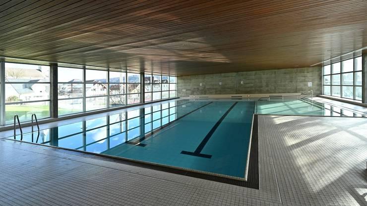 Das Hallenbad mit Schwimmer- und Lernschwimmbecken wäre bei einem Ja zur Sanierung nächste Saison geschlossen.