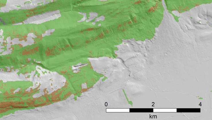 Die WSL-Simulation zeigt, dass zum Beispiel in der Nähe von Grenchen (SO) 2018 vor allem an Südhängen das Laub vorzeitig fiel. (Grafik: WSL)