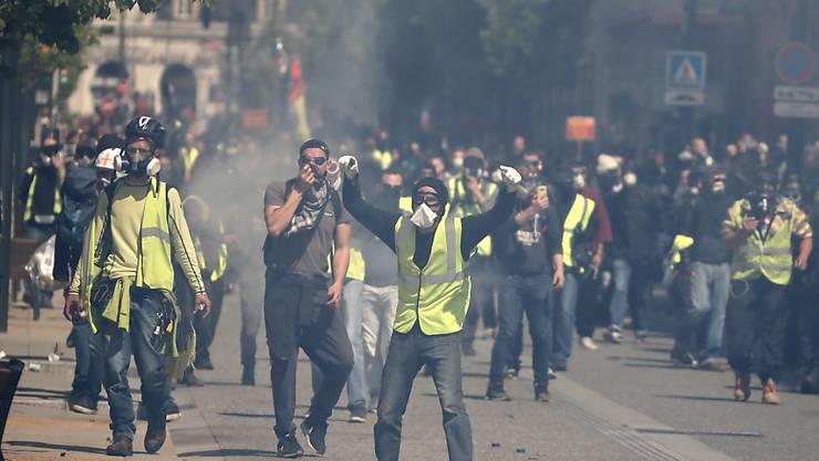 """Bei Protesten der """"Gelbwesten""""-Bewegung kam es am Samstag in Toulouse zu Zusammenstössen zwischen Polizei und Demonstranten."""