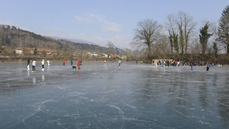 Eis, soweit das Auge reicht: Lange Fahrten und Spaziergänge waren auf der Alten Aare möglich.