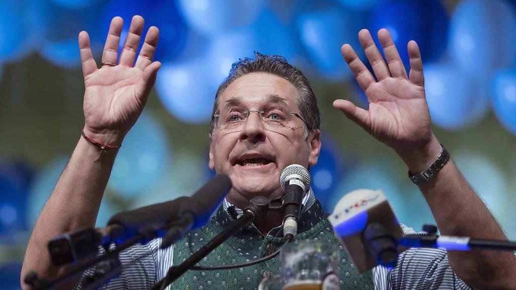 Ein Video bringt Österreichs Vizekanzler und FPÖ-Chef Heinz-Christian Strache in Bedrängnis. Er soll vor der Parlamentswahl 2017 bereit gewesen sein, einer angeblichen russischen Oligarchin Aufträge für Wahlkampfhilfe zuzuschanzen.  (Archivbild)