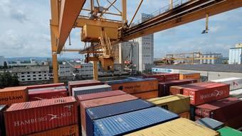 Rund 160 Millionen Franken soll der neue Containerterminal Basel Nord kosten. (Archiv)