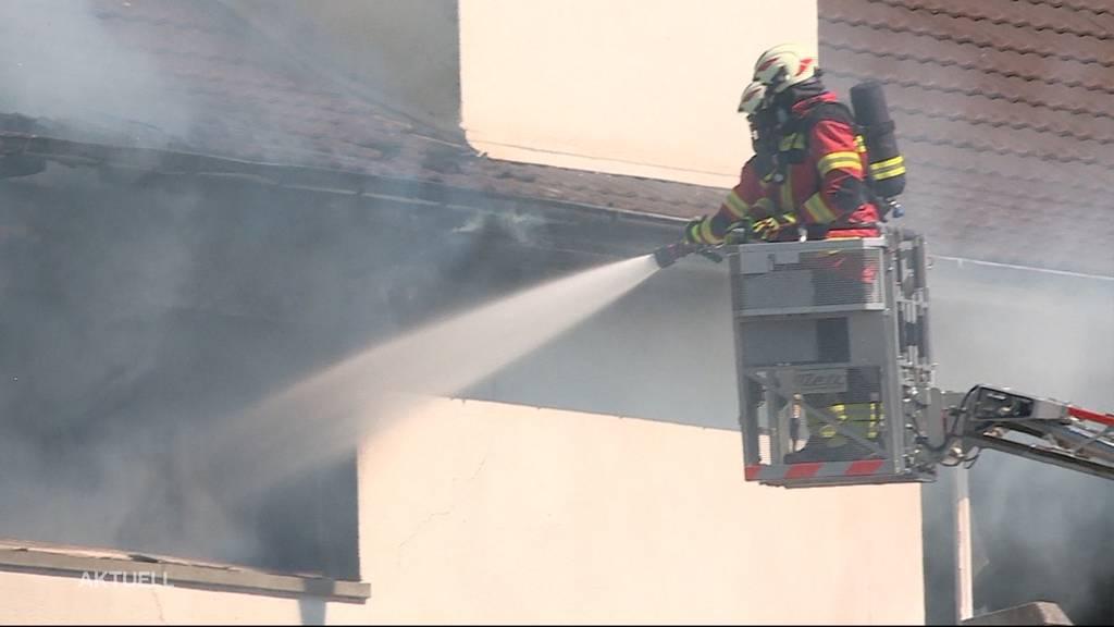 Feuerwehr-Einsatz Däniken: Grossbrand bei Desinfektionsmittelfirma Winoil