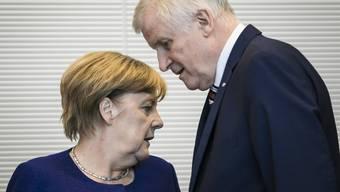 Kommt es doch noch zu einem Showdown zwischen Bundeskanzlerin Angela Merkel und Innenminister Horst Seehofer?