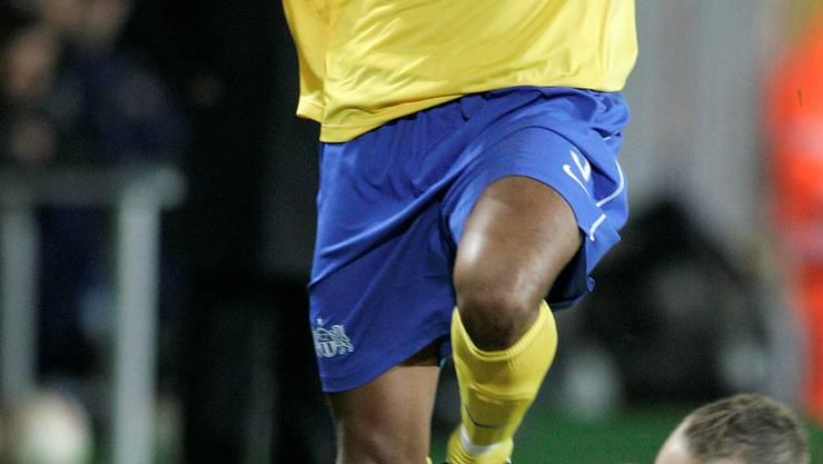 2007: Oumar Kondé im FCZ-Dress beim Uefa-Cup-Spiel gegen Prag.Key