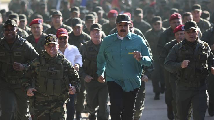 Joggen mit dem Militär: Nicolás Maduro demonstriert seine Macht.