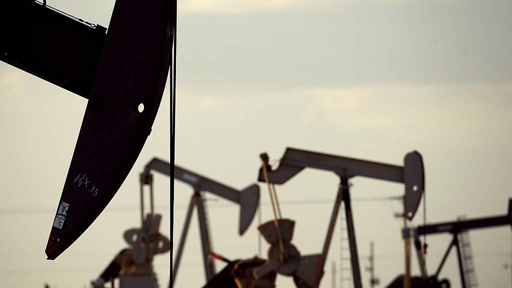 Die Ölpreise sind am Mittwoch auf mehrjährige Höchststände gestiegen. Am Morgen kostete ein Fass (159 Liter) der Nordseesorte Brent bis zu 72,82 US-Dollar. (Symbolbild)