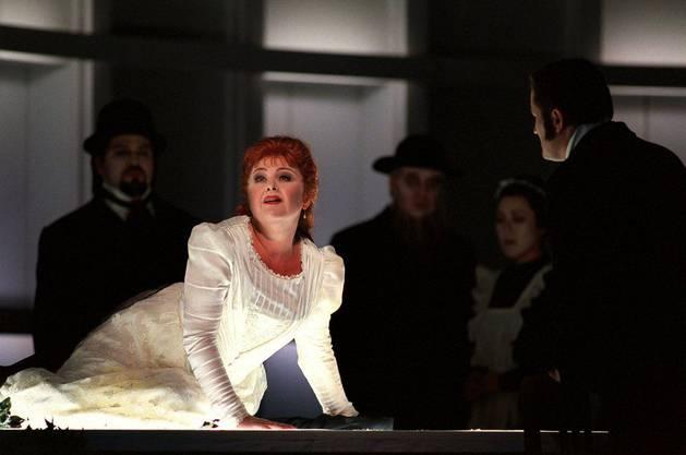 Edita Gruberova als ''Amina'' singt in der Oper ''La Sonnambula'' von Vincenzo Bellini (1801-1835) unter der musikalischen Leitung von Marcello Viotti in einer Inszenierung von Grischa Asagaroff, undatierte Probenaufnahme. Die 1831 uraufgefuehrte Oper hatte am Samstag, 19. Januar 2002 im Opernhaus Zuerich Premiere