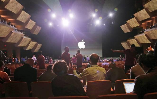 Der Saal in Cupertino füllt sich wenige Minuten vor Eventbeginn