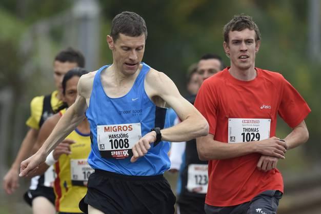 Die Armbanduhr ist steter Begleiter des Läufers.