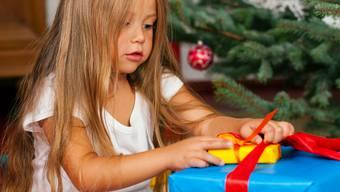 Hilfsaktion «Wiehnacht för alli»: Radiohörerinnen und -hörer spenden Geschenke für arme Kinder aus der Region.