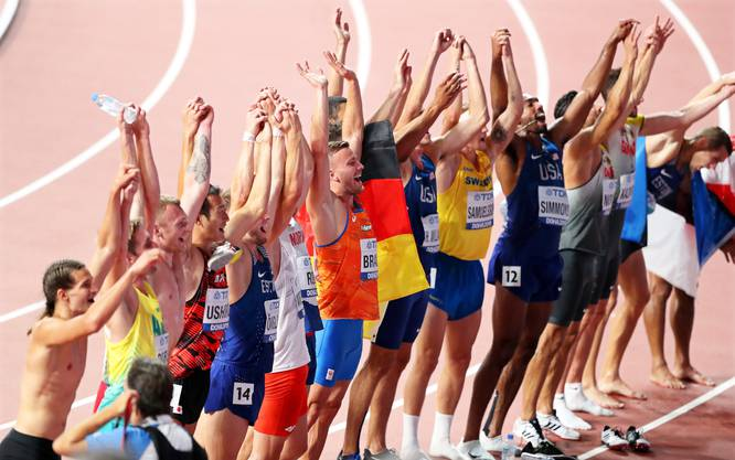 Athleten feiern nach dem 1,500-Meter-Rennen.