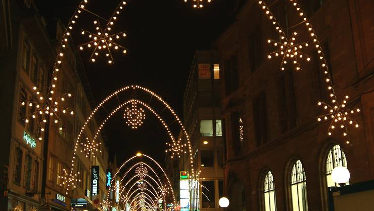 Stecker Für Weihnachtsbeleuchtung.Weihnachtsbeleuchtung In Basel Gehen Die Lichter Aus Deinsms Bz