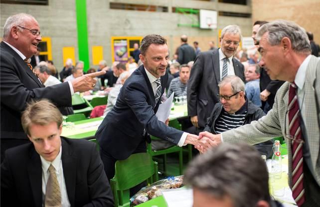 Der Einstieg in die aktive Politik auf nationaler Ebene: 2015 wird Hans- Ueli Vogt von der SVP Kanton Zürich als Ständerats kandidat nominiert. Die Wahl verpasst er zwar, wird aber Nationalrat.
