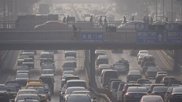 Morgendlicher Verkehr in Peking (Archiv)