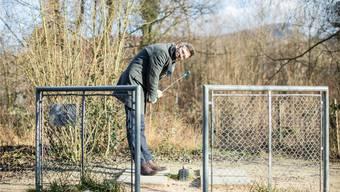 Mässiger Minigolfer, toller Autor: Lukas Linder am Abschlag auf der Minigolfanlage Birspark in Aesch.
