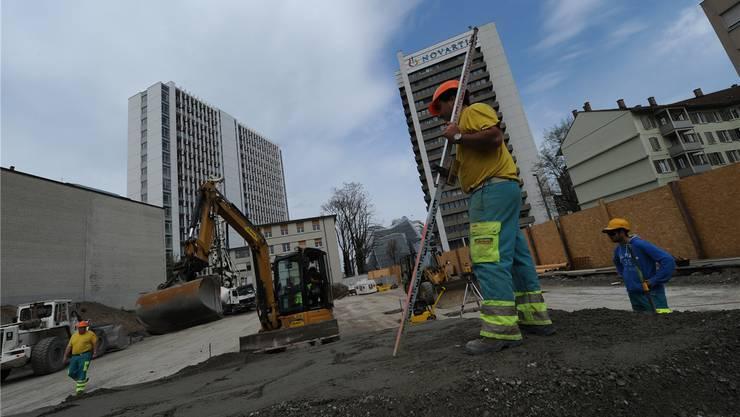 Bevor die Arbeiter mit dem Aushub beginnen können, müssen sie den Boden befestigen.Juri Junkov