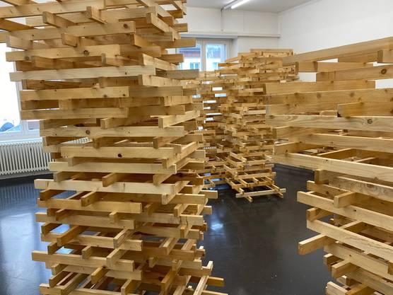 Fragile Raumkonstruktion von Roman Sonderegger im Kunstraum.