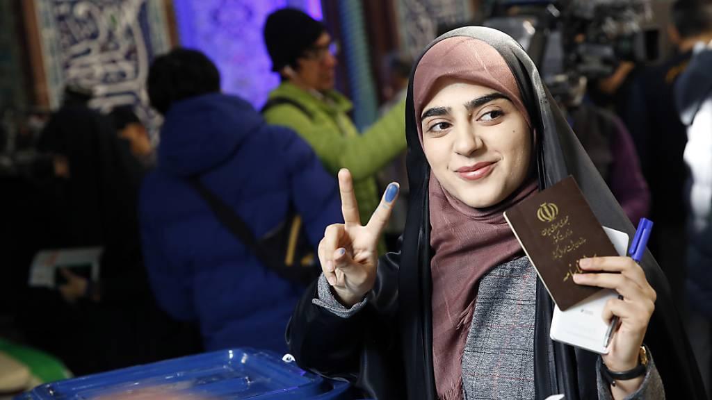 Parlamentswahl im Iran - Opposition gegen Ruhani erhofft Wahlsieg