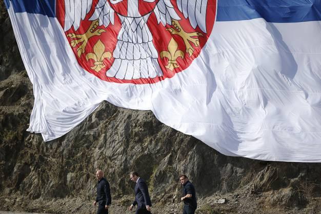 Vucic besucht den Staudamm, um den sich die beiden Länder streiten.