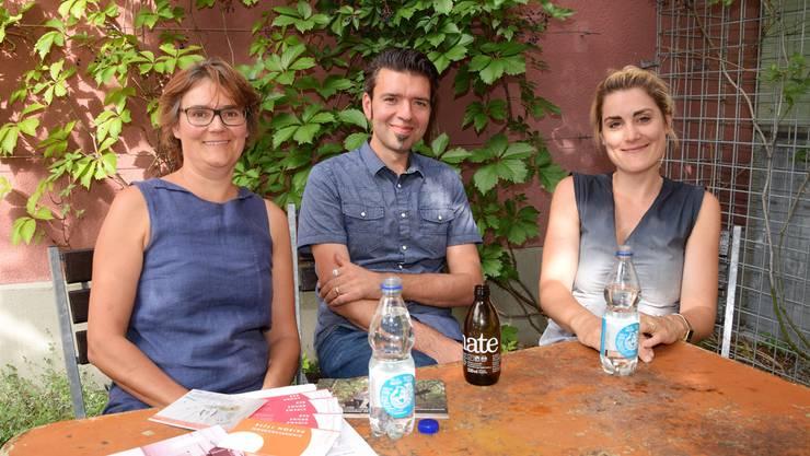 Voller Vorfreude (von links): Sue Luginbühl, Leiterin Bühne; Stephan Filati, Betriebsleiter; Gina Sträuli, Gastroleiterin.
