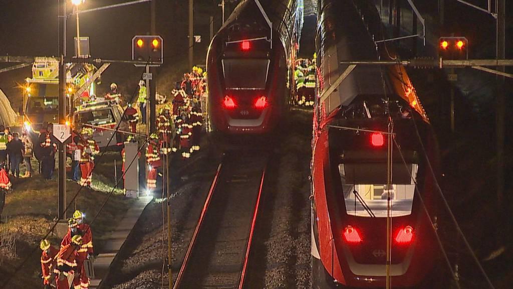 Schwerverletzte Autofahrerin nach Kollision mit Zug nahe Winterthur