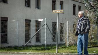 Kurt Lindegger drohte dem Kanton 2012 mit einer Bürgerwehr. Heute ist er mit der Situation im Quartier rund um das «Casa Torfeld» zufrieden.Chris Iseli