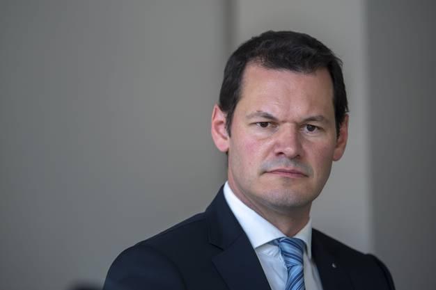 Er erhielte bei einem Rücktritt bis ans Lebensende 7400 Franken Ruhegehalt monatlich. Trotzdem will der skandalumwitterte Genfer Regierungsrat Pierre Maudet (42) partout nicht abtreten.