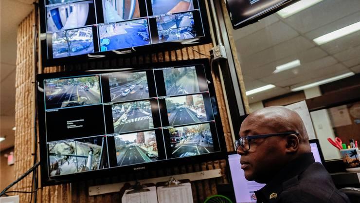 Von den Kameras und Sensoren, die ihre Bewegungen und Geräusche aufzeichnen, merken die Passanten auf den Strassen nichts.