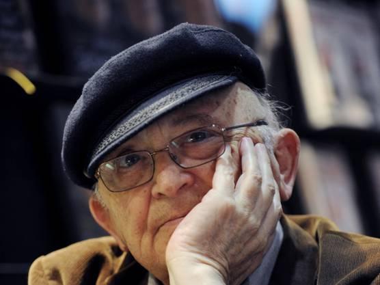 Der israelische Schriftsteller und Holocaust-Überlebende stirbt im Alter von 85 Jahren.