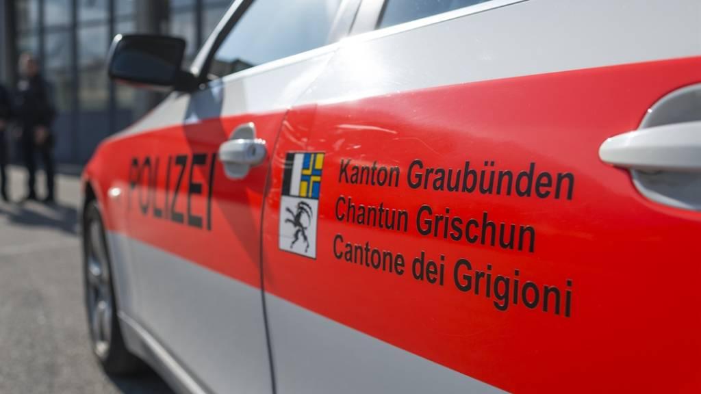 Die Kantonspolizei Graubünden klärte einen Raubüberfall auf einen 15-Jährigen vor rund einem Monat in Trimmis. Zwei Jugendliche und ein Erwachsener konnten als Täter ermittelt werden.