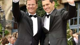 Guido Westerwelle (links) hat seinen Lebensgefährten Michael Mronz geheiratet (Archiv)