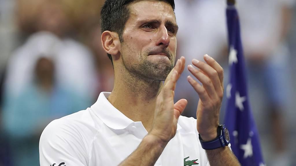 Djokovic scheitert am Druck und spielt sich in die Herzen der Fans
