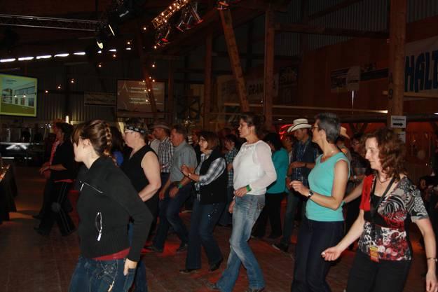 Line-Dance Kurse für Fortgeschrittene auf dem Tanzboden