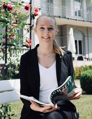 Janine Ryser, Hochzeitsplanerin im Waldhaus Flims, steht Rahel Koerfgen Red' und Antwort.