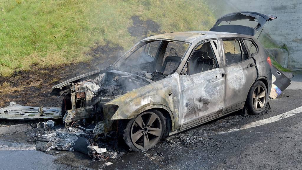 Fahrzeug komplett ausgebrannt – keine Verletzten
