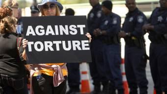 Protest gegen Folter bei Eröffnung des Bush-Centers