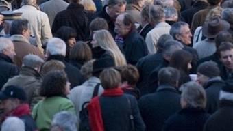 Die Anzahl Ausländer in der Schweiz nahm leicht zu (Symbolbild)