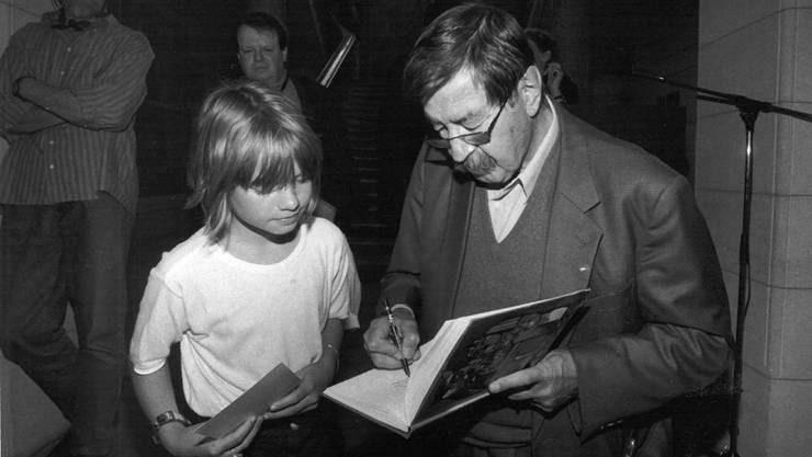 Er las, zeigte seine Aquarelle und war sich auch für ein Autogramm nicht zu schade.