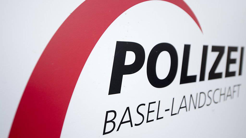 Laut der Polizei Basel-Landschaft wurde am Samstagabend eine Person auf der A2 tödlich von einem Auto erfasst. Die Hintergründe sind noch unklar. (Symbolbild)