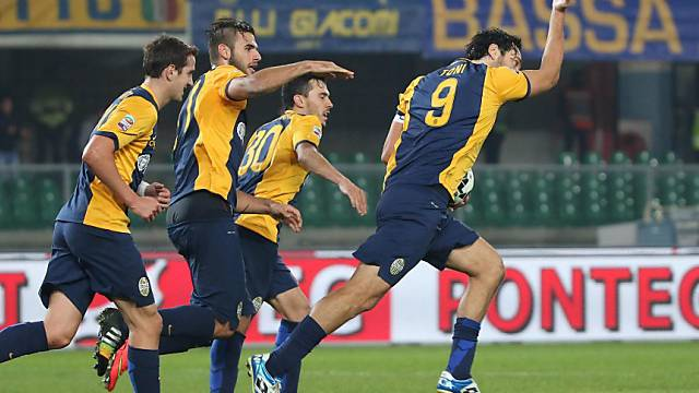 Luca Toni (r.) nach seinem Penaltytreffer für Verona